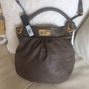 MARC BY MARC JACOBS DIRTY MARTINI LARGE HOBO.